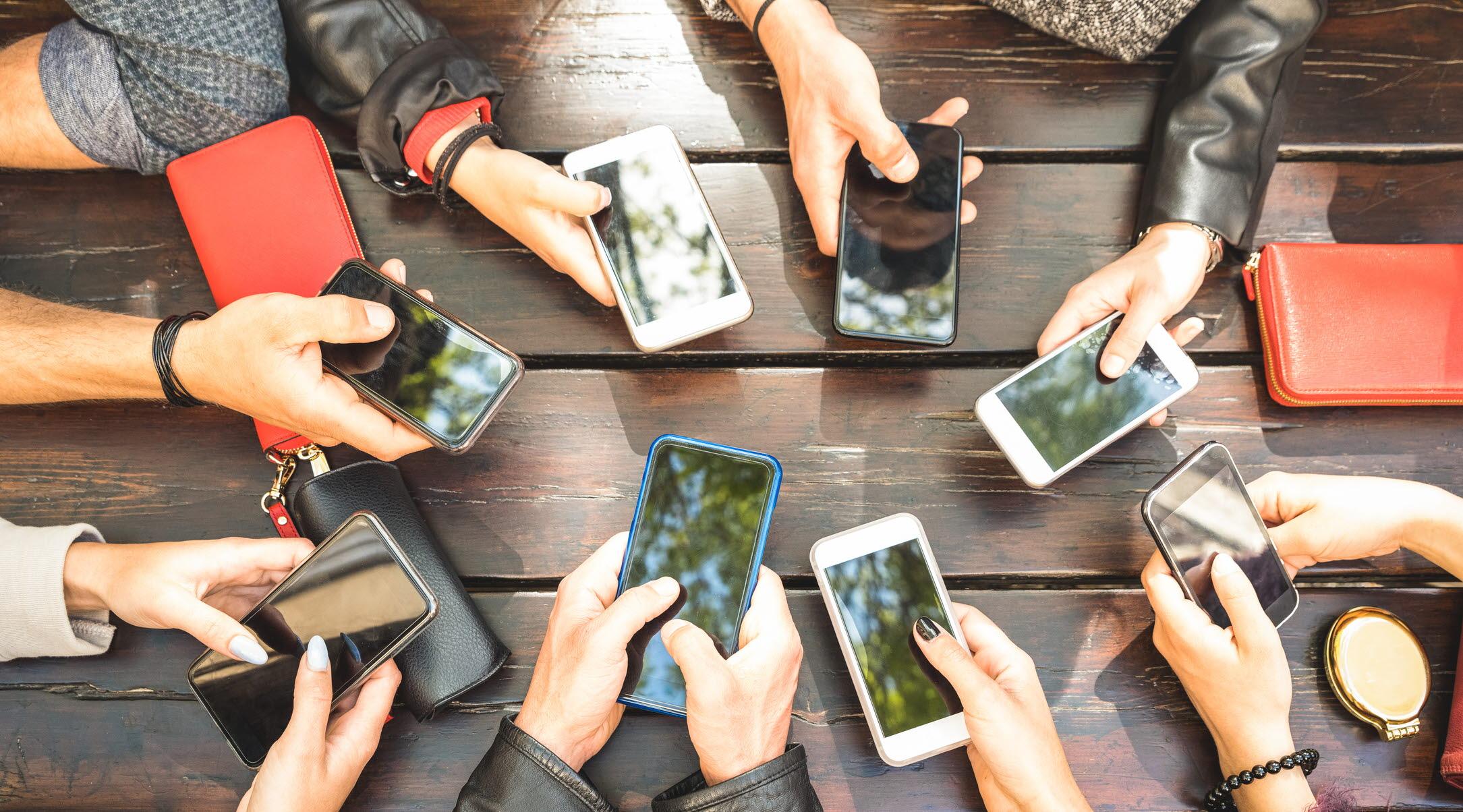Hyppig bruk av sosiale medier påvirker unge jenters psykiske helse ...